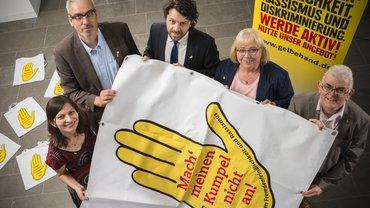 Die Gelbe Hand. Gemeinsam im Verein aktiv: Klaudia Tietze, Holger Vermeer, Marco Jelic, Heidemarie Bruno und Giovanni Pollice (von links)